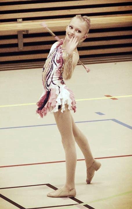 Thea Madeleine Waldal i sin drilldans juvenile solo.