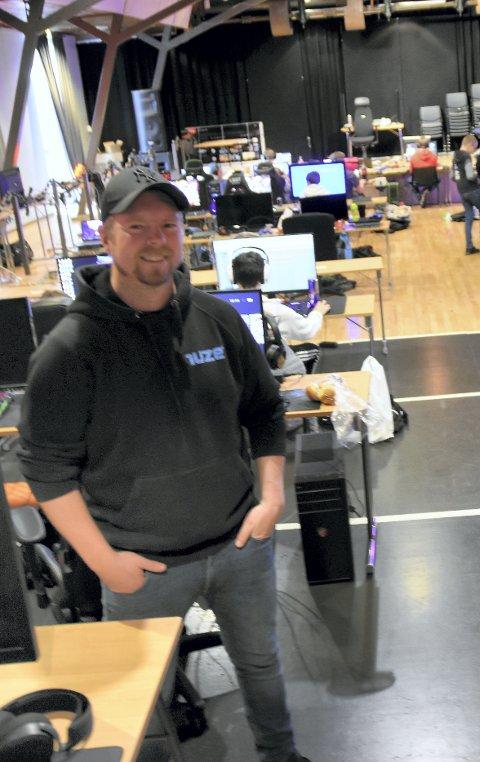 Arild Høyem ved ungdomstjenesten i Steinkjer kommune. Her fra datapartyet i høstferien på Dampsaga.