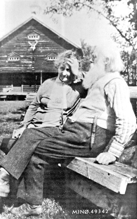 Einabu: Hulda Garborg og Ivar Mortensson Egnund på Einabu.