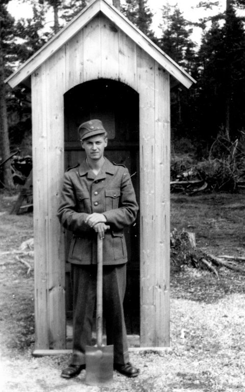 21 år gamle William Thingsrud fra Strømmen på vakt i AT-leiren på Røa i Vormsund i 1943.