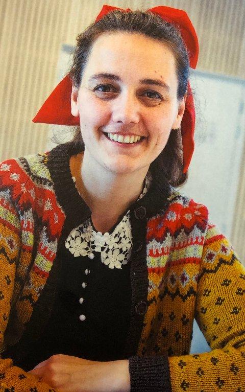 DOBLOUGJENTE: Juliane Husvik Sukkestad pryder baksiden på årboka.