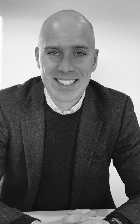 VIKTIG: Morten Johannessen er leder for Gjensidige Fredrikstad, og har ansett mange av de 110 arbeidstakerne på kontoret. Han forteller at tidligere arbeidserfaring, eller engasjement i idrett, aktiviteter og organsisajoner, er viktig når man skal søke jobb.