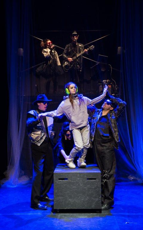 DANS: Kreativt og stemningfullt under en av danseseansene i «Tornerose».