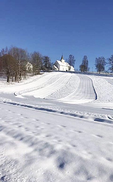 Kirkebrekka: – Vår flotte akebakke ved Kirkebrekka er også kjørt opp, sier Eira Weseth. Foto: Hof IL