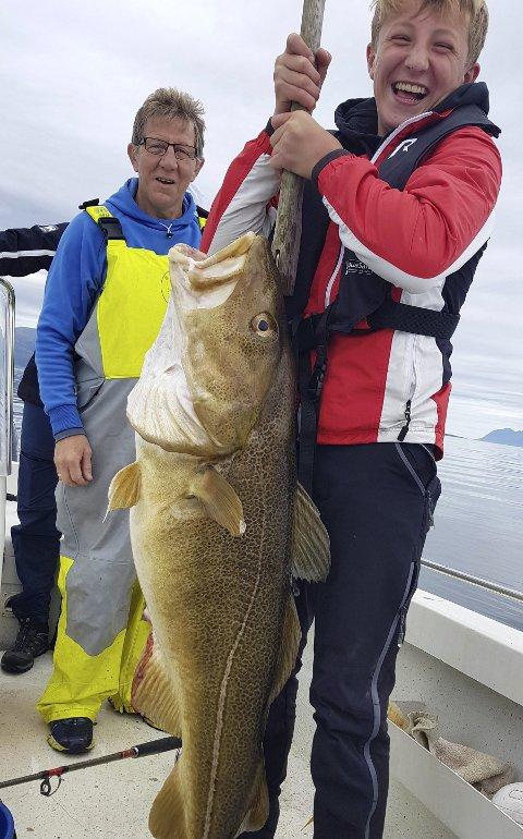 Årets fisk: Markus Berg fra Kløfta fikk årets fisk, en torsk på 16,7 kilo, tatt utenfor Harstad.