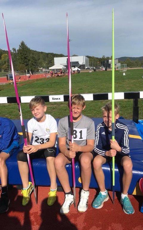 3 av gutta kastet spyd, fra venstre Elias, Even og Jacob