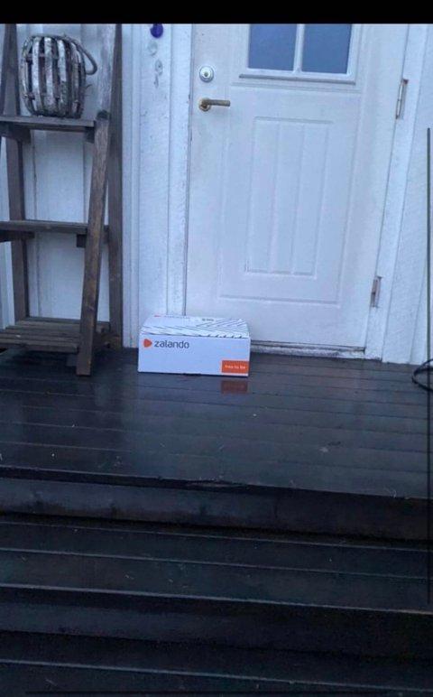 FEIL DØR: Da familien Homb ikke fant pakken utenfor inngangsdøren sin, fikk de tilsendt dette bildet av PostNord.