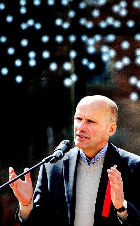 Geir Lippestad var 1. mai-taler i Sarpsborg i 2016. Nå skal bidra under den lokale minnemarkeringen 22. juli