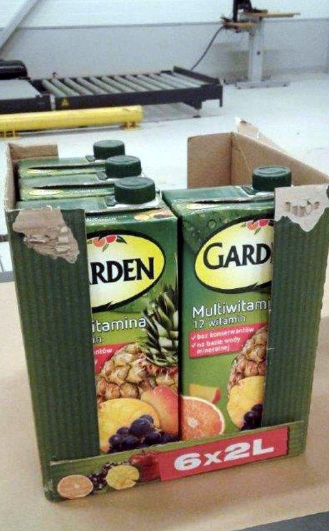 LITEN LAST VAR STORT BESLAG: Juicekartongene var ikke forsøkt gjemt. Bilføreren i slutten av 20-åra ble tatt hånd om av politiet og varetektsfengslet. Foto: Tollvesenet