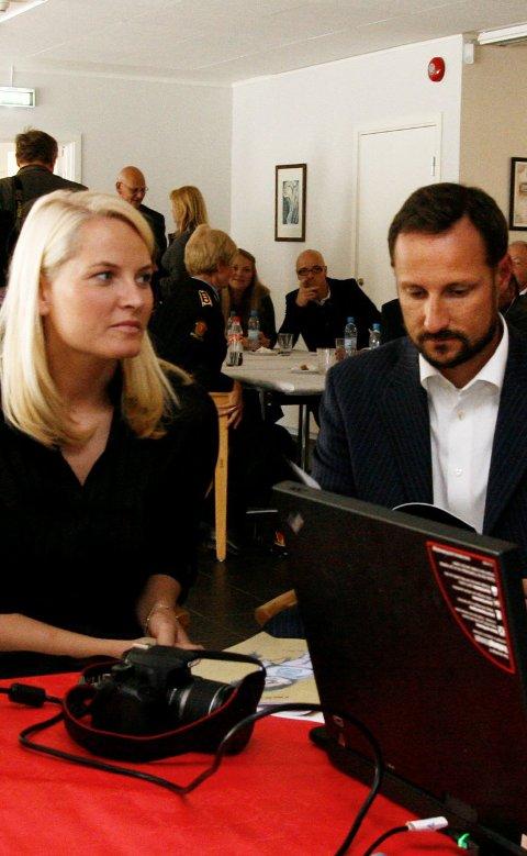 Kronprins Haakon og Kronprinsesse Mette-Marit kommer til Manglerud. Arkivfoto