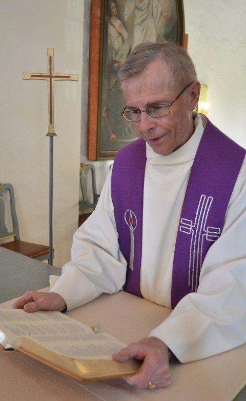 Lunner kirke: Sogneprest Trygve Johansen forteller at han vil savne Lunner kirke. Kirka har betydd mye for han de siste årene.