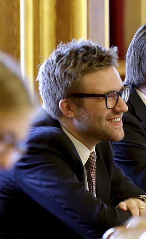 HØYRE: Stefan Heggelund representerer Høyre. FOTO: NTB stortingsrepresentantene Stefan Heggelund (H) og Sveinung Rotevatn (V) ler i spørretimen. Foto: Vidar Ruud / NTB scanpix