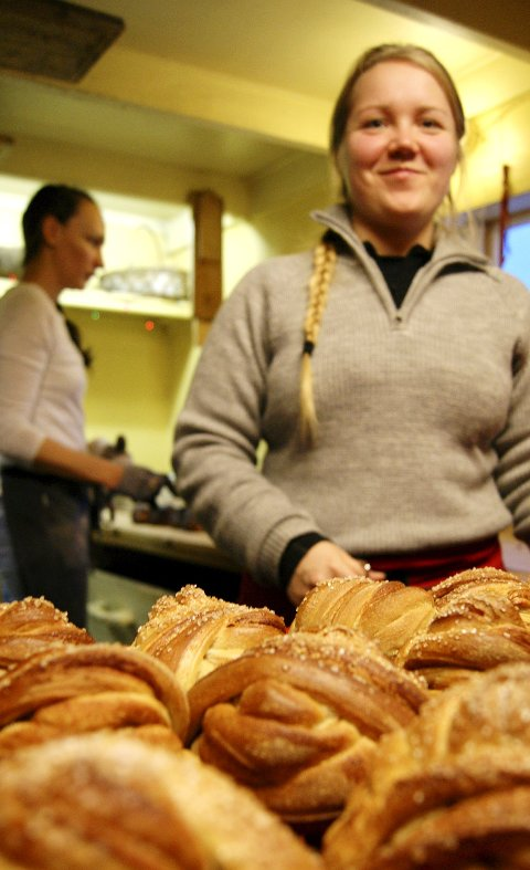 Bakeriet på Å med sine kanelboller og Anca Tînc.
