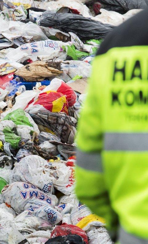SØPPEL: Gjenbruksbutikker og andre får ting og tang som er søppel. Nå kan det søppelet etter hvert havne gratis på søpla i Rokke. Arkivbilde.