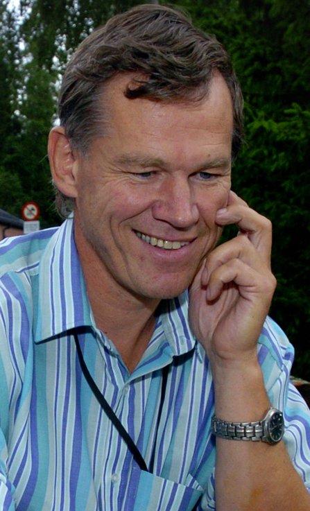 Nils Terje Haavi, avdelingsleder ved Evry, Gjøvik – Jeg synes det er meget positivt. Fusjonen mellom NTNU og Høgskolen i Gjøvik bidrar til å sikre en fortsatt høy utdannelse innen teknologi på Gjøvik. Som et av Norges største IT-selskap henter vi mye folk fra miljøet på Gjøvik. Det vil vi fortsette med. Jeg tror at sammenslåingen med NTNU vil medvirke til at it-utdanningen på Gjøvik videreutvikles på et høyere nivå. – Skeptikerne er redde for at de store skal spise de små. Deler du denne frykten? – Nei, jeg er ikke redd for det. Utviklingen går i retning av større enheter. Jeg tror bare vi må være med på det racet, svarer Haavi.