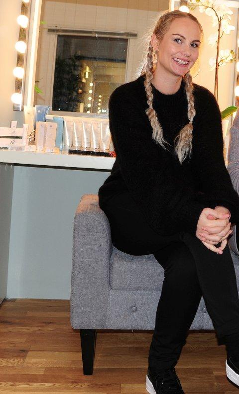 EKTE NITTEDØL: Susanne Stenhaug er oppvokst på Gjelleråsen, nå bosatt i Skytta. Hun satser nå med ny salong i Mølleparken.