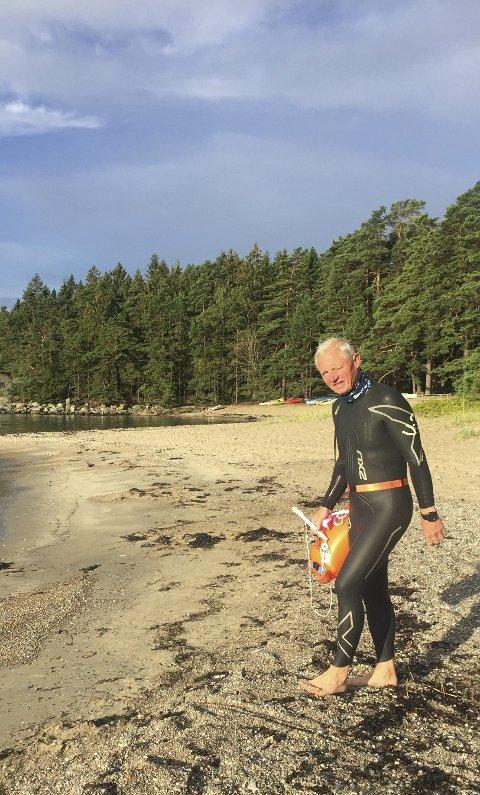 Friskus: Pål Lillevold har hytte på Søndre Sandøy. Søndag svømte han like godt rundt hele øya, her før start i Gjøvika.