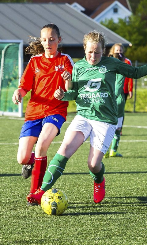 I SKUDDET: Julie Jørgensen (til venstre) scoret fem mål mot Ise. Foto: Johnny Leo Johansen
