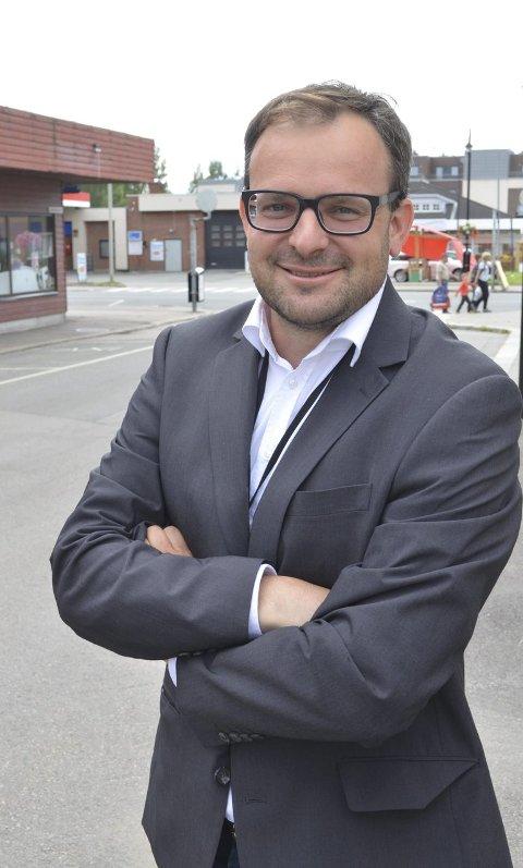 STARTER FOR SEG selv: Gard Silkebækken Hagen går fra å være eiendomsmegler til å starte eget advokatkontor. (Foto: Rune Hagen)