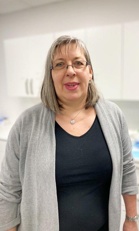 – TEST DEG: – Det er så langt uavklart smitteveg, og vi ber derfor alle som har symptomer på koronaviruset om å teste seg så raskt som mulig, sier kommuneoverlege i Nærøysund, Sabine Moshövel.