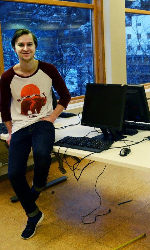 Torgeir Brun er godt fornøyd med det nye databordet med god plass.