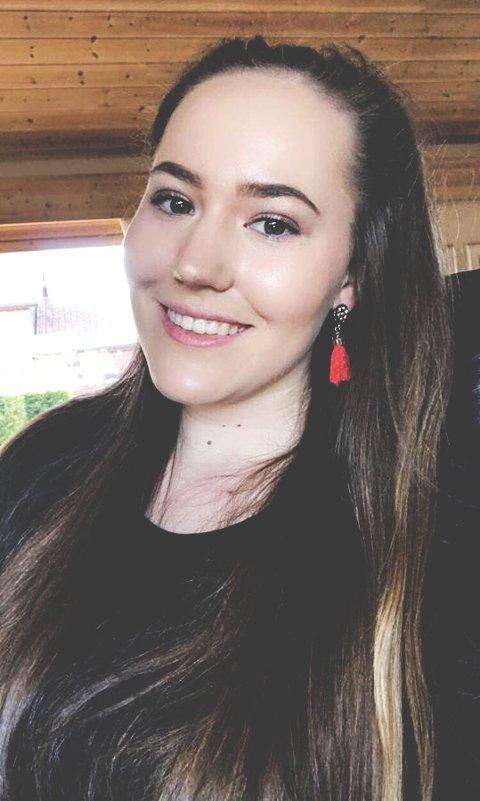 Mari Lilleide Waagaard (19) er en av mange elever som har bidratt til utstillingen.