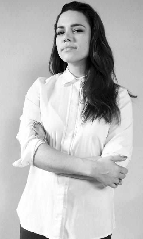 ALLSIDIG: Ingrid dos Santos er blogger, står på skateboard og illustrerer ny bok for de yngste.