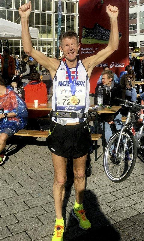 3.10.59: Kolbjørn Hjertvik i mål etter sin første helmaraton noen sinne, bare slått av en tysker. Averøyingen gjorde unna sin debut med sterke 3.10.59 på 42,2 km i Frankfurt for et par helger siden.