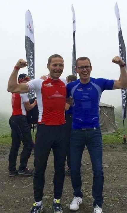 Lykkelig: Even Klund (til venstre) fikk følge av kompisen Geir Willadsen på vei opp de siste tre milene. Hver deltager måtte ha med en hjelper de siste milene på grunn av sikkerheten. Begge foto: Privat
