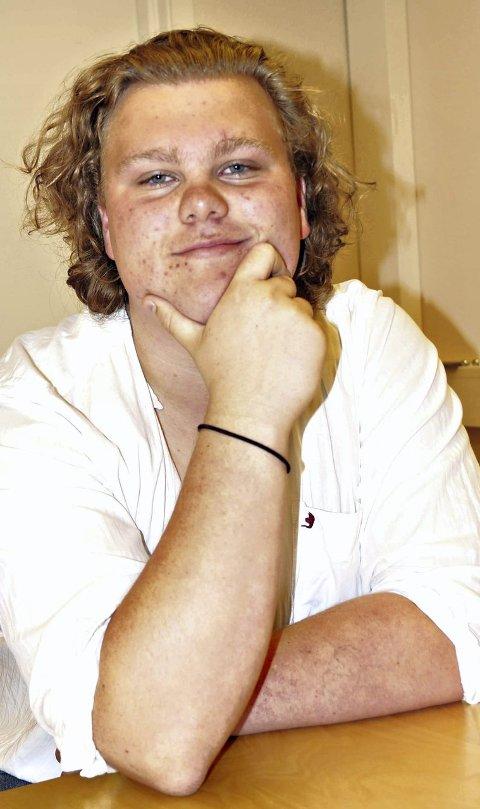 Yngst: 15 år gamle Ulv Johannes Karlsen Ottem fra Sunndalsøra, fortsatt ungdomsskoleelev, er trolig en av landets yngste skoledebattanter. Skoledebattene avholdes på de videregående skolene.