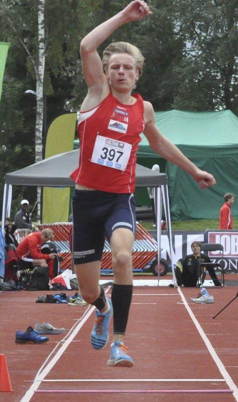 IKKE BEKYMRET: Erik Lund vant lengde, men hoppet dødt seks ganger i tresteg og ble stående uten resultat. Men Brandbu-gutten var fornøyd med at han har de gode lengdene inne i favorittøvelsen.