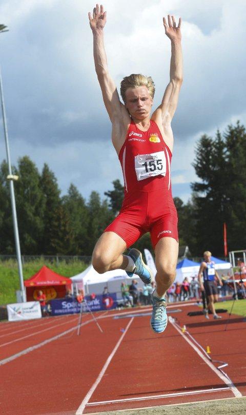 SØLVGUTT: Brandbugutten Erik Lund hoppet 7,11 meter i lengde og tok sølvmedaljen, to centimeter for kort til å vinne gull.
