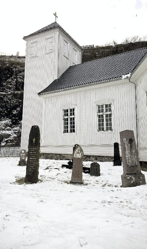 Holmestrand kirke: Og den gamle kirkegården, med flere av byens historiske personer.