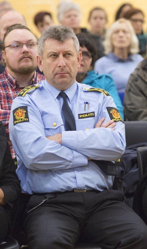 Lensmann Kjell Idar Vangberg oppfordrer sjåfører til å holde øynene på veien, ikke mobilskjermen.