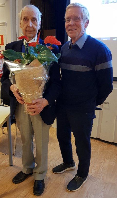 MIMREKVELD: Hadeland Seniorforum inviterte til mimrekveld med Thor Hofsbro. Svein Øverlier i Hadeland seniorforum intervjuet Hofsbro.