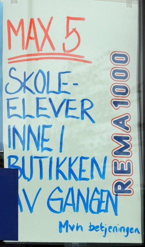 Plakaten ble hengt opp rett etter skolestart i år.