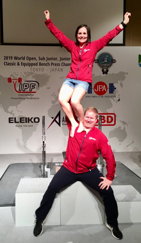 TØFT: Det ble tøft for Ruth Kari og Marius Hole i VM i benkpress.