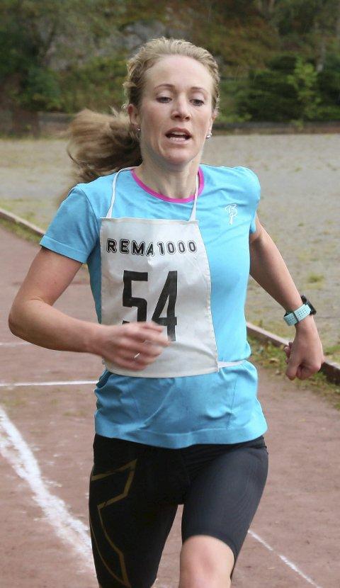 Rekord: Sara Rebekka Færø Linde sette løpsrekord i kvinneklassen og ny personleg rekord på 18.24,5. Alle foto: stanley hauge