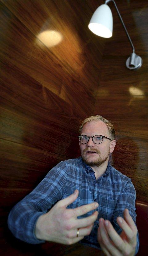 FÅR ROS: Jan Trygve Røyneland har skrevet manuset til «Kongens nei» sammen med Harald Rosenløw Eeg.