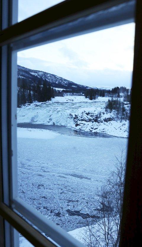 Utsikt til Laksforsen fra stuevinduet.