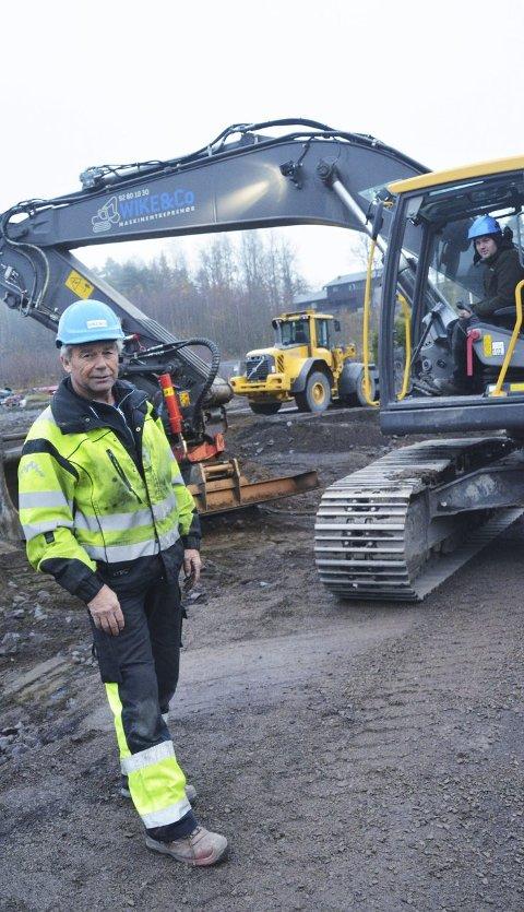 I FELTEN: Brynjar Lie og Ole Petter Bergan er i sving på Kleivan i Holmestrand i disse dager.