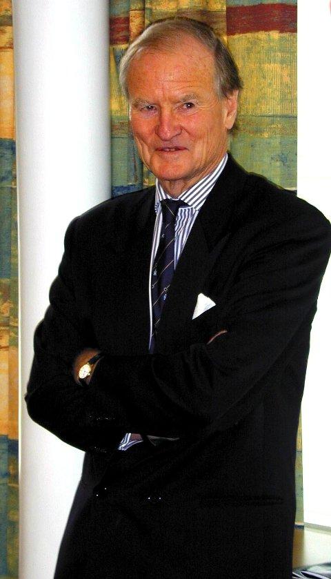 SENTRAL: Lord Hugo Kindersley satt i toppledelsen i Lazard Bank i London og var sentral i Jahre-saken. Bildet tatt i Drammen byrett i 2000.
