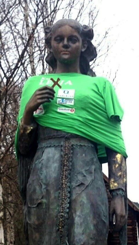 Kristin Lavransdatter hadde fått på seg grøn T-skjorte da selværane vakna søndag morgon.