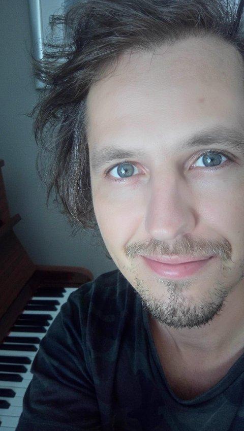 PRISVINNER: Lasse Gjertsen fra Larvik bor i Oslo og jobber for NRK.