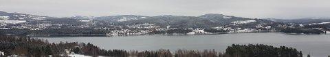 Hvitt hogstfelt langt sør for Moelv og litt nord for Steinvik Camping viser hvor nye E6 skal over Mjøsa fra Østsida.