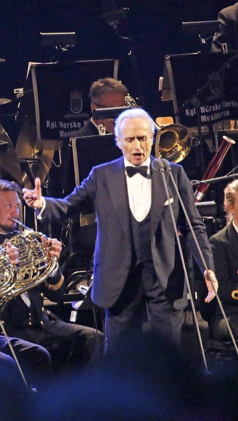 LEGENDE: TenorJosé Carreras samlet flere tusen til årets fyrverkerikonsert. foto: KNUT G. BJERVA
