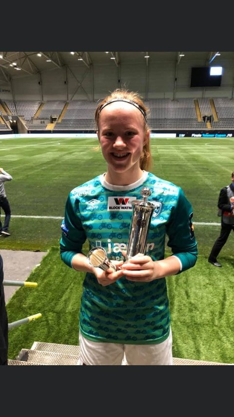 Norgesmester: Rennesøyjenta Cecilie Mjelde (16) med det synlige beviset på at hun nå er norgesmester.