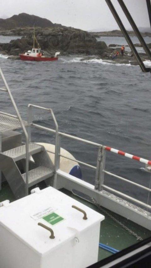 PÅ SKJÆRET: De to hadde kommet seg på land da redningsskøyta kom.