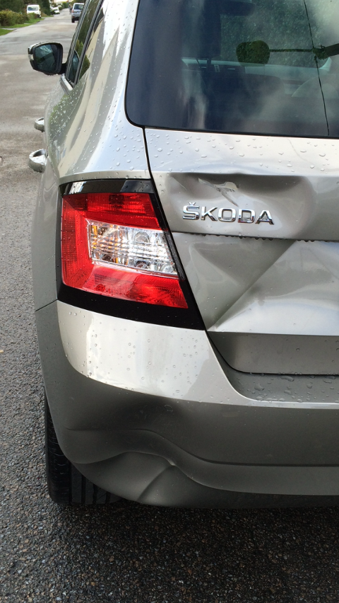 BULKETE: Den som forårsaket bulken på Monicas bil stakk av uten å legge igjen kontaktinformasjon.