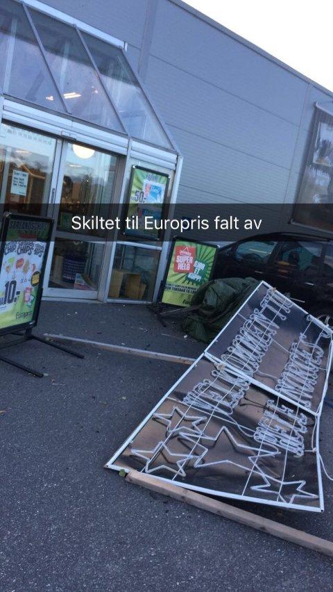 Her er skiltet som falt av over inngangen til Europris Hasle